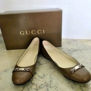 NEW Gucci Leather Flats, Metal Logo & Chain Accent